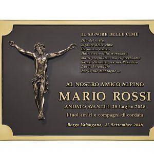 Targa in ottone fondo inciso e brunito scuro cornice e scritte a rilievo lucido con applicato soggetto Cristo in fusione Center Tecnica